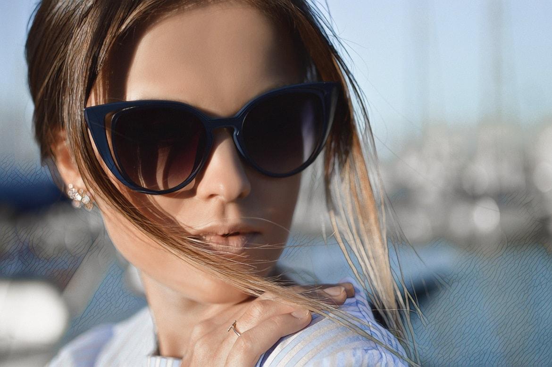 девушка лечит акне лазером фото
