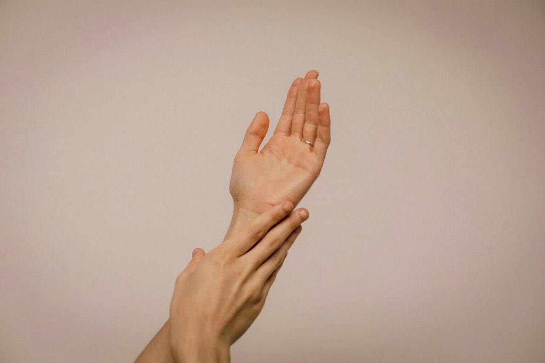 фото рук с водяными прыщиками