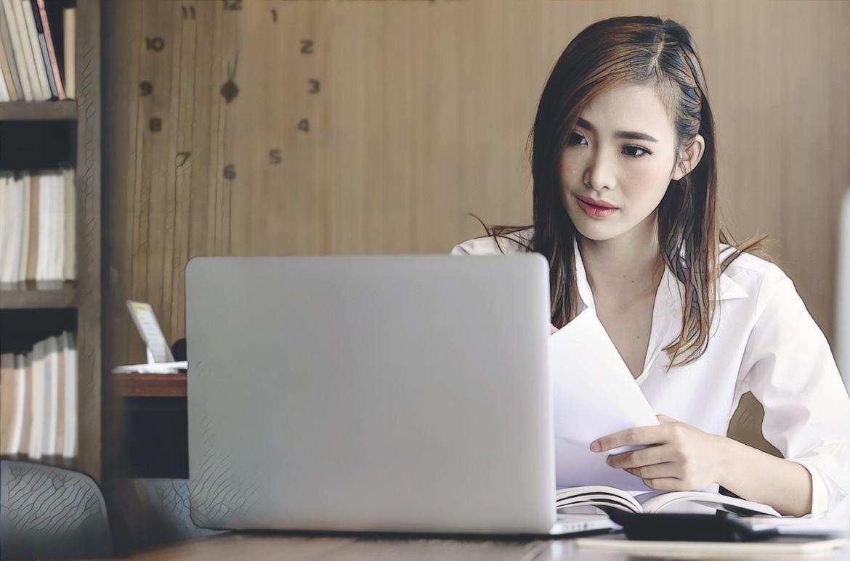 фото девушки с компьютерным акне
