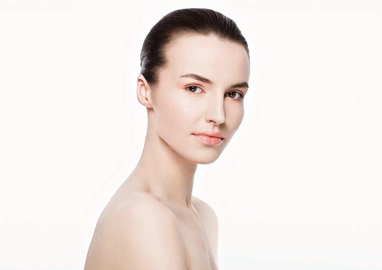 девушка после лечения акне из-за микробиома кожи